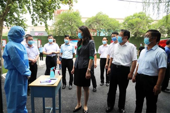 副省长霍金花一行莅临郑州职业技术学院指导疫情防控工作